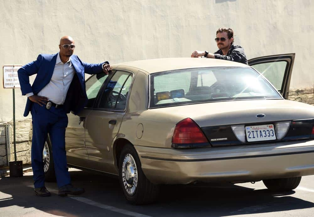 "LETHAL WEAPON: L-R: Damon Wayans and Clayne Crawford in the ""Leo Getz Hitched"" episode of LETHAL WEAPON airing Tuesday, April 17 (8:00-9:00 PM ET/PT) on FOX. ©2018 Fox Broadcasting Co. CR: Ray Mickshaw/FOX"