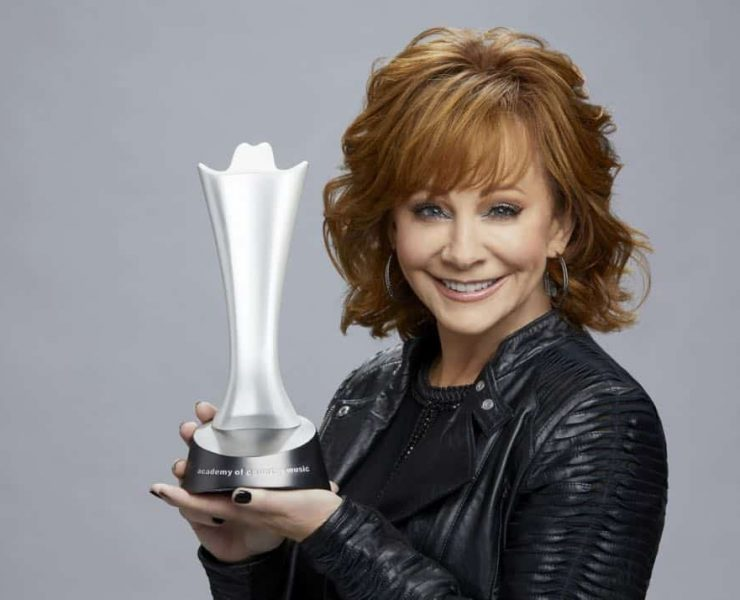Reba McEntire, host of THE 53RD ACADEMY OF COUNTRY MUSIC AWARDS®, broadcast LIVE from the MGM Grand Garden Arena in Las Vegas Sunday, April 15 (8:00-11:00 PM, live ET/delayed PT) on the CBS Television Network. Photo: Cliff Lipson/CBS ©2018 CBS Broadcasting, Inc. All Rights Reserved