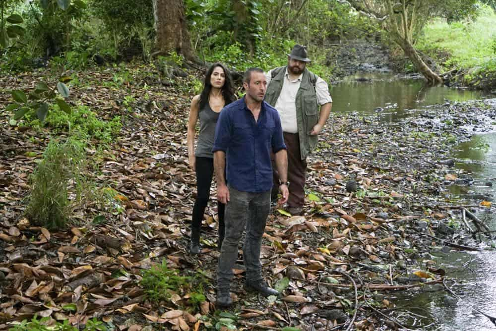 """He lokomaika'i ka manu o Kaiona"" -- Catherine Rollins (Michelle Borth) recruits McGarrett and Jerry to help her track down a uranium deposit thought to be hidden on an abandoned Hawaiian island before a suspected terrorist can make dirty bombs with it. Also, when Junior falls and is trapped in a ravine, he reflects on his estranged relationship with his father, on HAWAII FIVE-0, Friday, April 13 (9:00-10:00 PM, ET/PT) on the CBS Television Network. Pictured left to right: Michelle Borth as Catherine Rollins, Alex O'Loughlin as Steve MCGarrett and Jorge Garcia as Jerry Ortega. Photo: Karen Neal/CBS ©2018 CBS Broadcasting, Inc. All Rights Reserved (""He lokomaika'i ka manu o Kaiona"" is Hawaiian for ""Kind is the Bird of Kaiona"")"