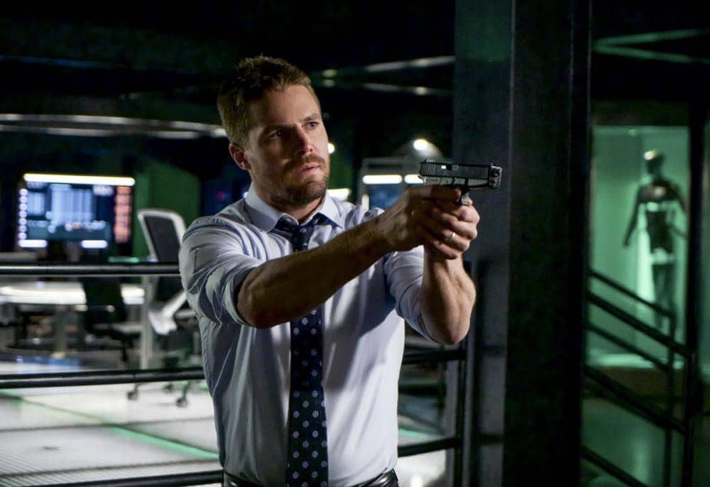 """Arrow -- """"Fundamentals"""" -- Image Number: ARR618a_0154.jpg -- Pictured: Stephen Amell as Oliver Queen/Green Arrow -- Photo: Shane Harvey/The CW -- © 2018 The CW Network, LLC. All Rights Reserved."""