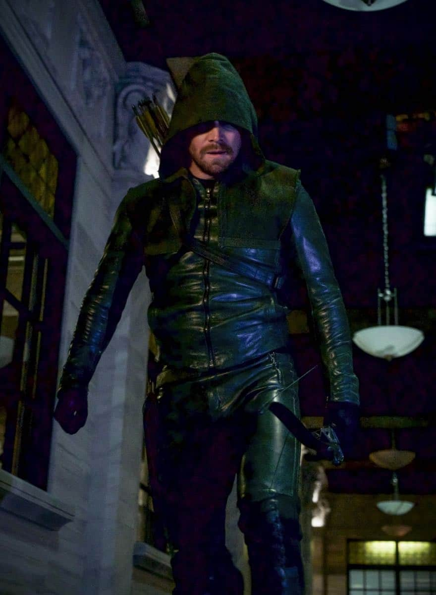 """Arrow -- """"Fundamentals"""" -- Image Number: ARR618b_0021.jpg -- Pictured: Stephen Amell as Oliver Queen/Green Arrow -- Photo: Shane Harvey/The CW -- © 2018 The CW Network, LLC. All Rights Reserved."""