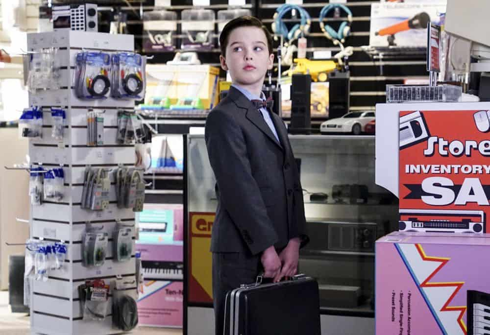 Young Sheldon Episode 18 Season 1 A Mother a Child and a Blue Mans Backside 07