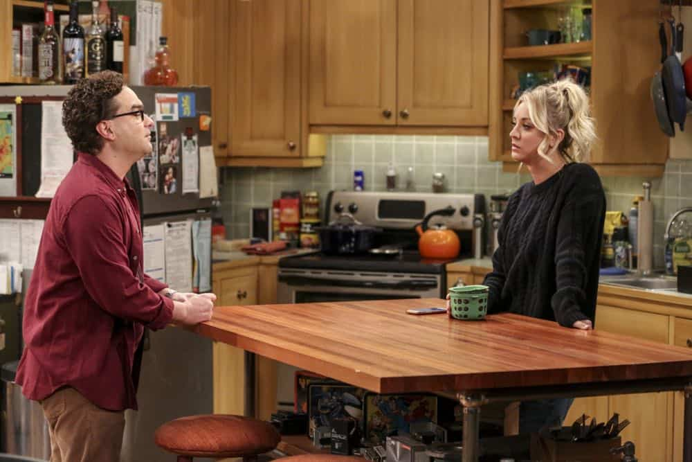 """""""The Comet Polarization"""" - Pictured: Leonard Hofstadter (Johnny Galecki) and Penny (Kaley Cuoco). Sheldon's comic book store experience changes when writer Neil Gaiman puts Stuart's store on the map.  Also, Koothrappali takes credit for Penny's astronomical discovery and friendships are threatened, on THE BIG BANG THEORY, Thursday, April 19 (8:00-8:31 PM, ET/PT), on the CBS Television Network. Photo: Michael Yarish/Warner Bros. Entertainment Inc. © 2018 WBEI. All rights reserved."""
