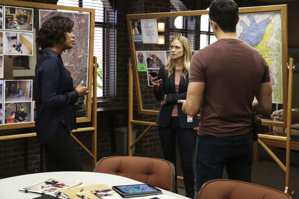 """Mixed Signals"" -- The BAU is called to Taos, N.M. to investigate an UnSub who is targeting his victims' temporal lobes, on the first episode of the double-episode 13th season finale of CRIMINAL MINDS, Wednesday, April 18 (9:00-10:00 PM, ET/PT) on the CBS Television Network.  Pictured: Aisha Tyler (Dr. Tara Lewis), A.J. Cook (Jennifer Jareau)   Photo: Michael Yarish/CBS ©2018 CBS Broadcasting, Inc. All Rights Reserved"