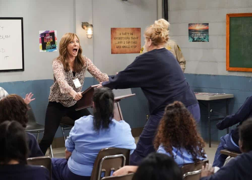 """""""Crazy Snakes and a Clog to the Head"""" -- When the ladies bring a meeting to a women's prison, Bonnie is attacked by an old acquaintance, Tammy (Kristen Johnston), and Christy helps Bonnie make amends, on MOM, Thursday, April 12 (9:01-9:30 PM, ET/PT) on the CBS Television Network. Pictured L to R: Allison Janney as Bonnie and Kristen Johnston as Tammy. Photo: Robert Voets/CBS ©2018 CBS Broadcasting, Inc. All Rights Reserved"""