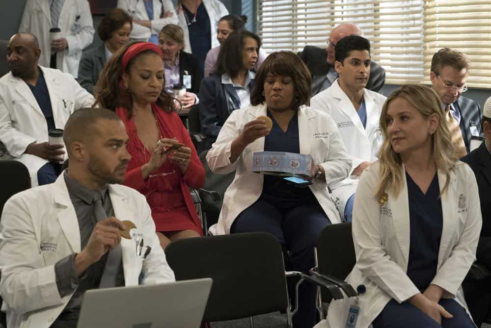 """GREY'S ANATOMY - """"Judgment Day"""" - During presentations on Grey Sloan Surgical Innovation Prototypes Day, Arizona shares some cookies from an appreciative patient that, unbeknownst to her, contain a special ingredient. Meanwhile, Catherine reveals some shocking details to Jackson about his grandfather's past; and Jo steps in mid-operation on a major surgery after Bailey and Meredith are down for the count, on """"Grey's Anatomy,"""" THURSDAY, APRIL 19 (8:00-9:00 p.m. EDT), on The ABC Television Network. (ABC/Byron Cohen) JESSE WILLIAMS, DEBBIE ALLEN, CHANDRA WILSON, RUSHI KOTA, JESSICA CAPSHAW"""