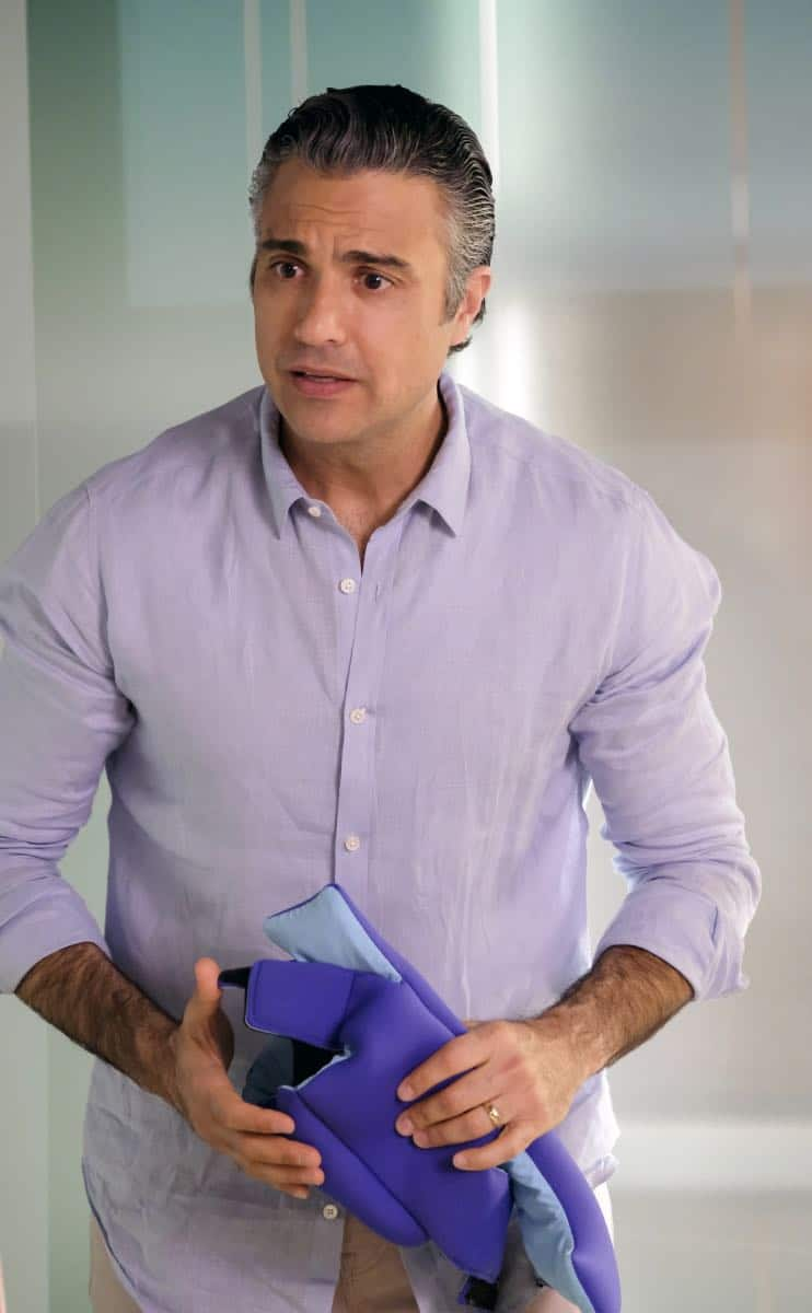 "Jane The Virgin -- ""Chapter Eighty"" -- Image Number: JAV416b_0512.jpg -- Pictured: Jaime Camil as Rogelio -- Photo: Tyler Golden/The CW -- © 2018 The CW Network, LLC. All Rights Reserved."