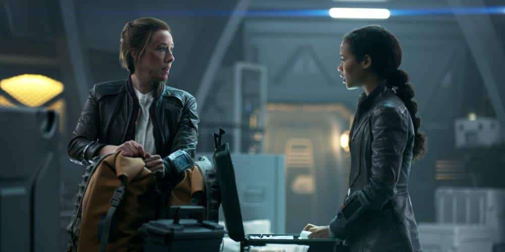 Molly Parker, Taylor Russell LOST IN SPACE