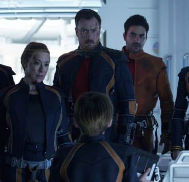 Taylor Russell, Molly Parker, Toby Stephens, Max Jenkins, Ignacio Serricchio, Mina Sundwall LOST IN SPACE