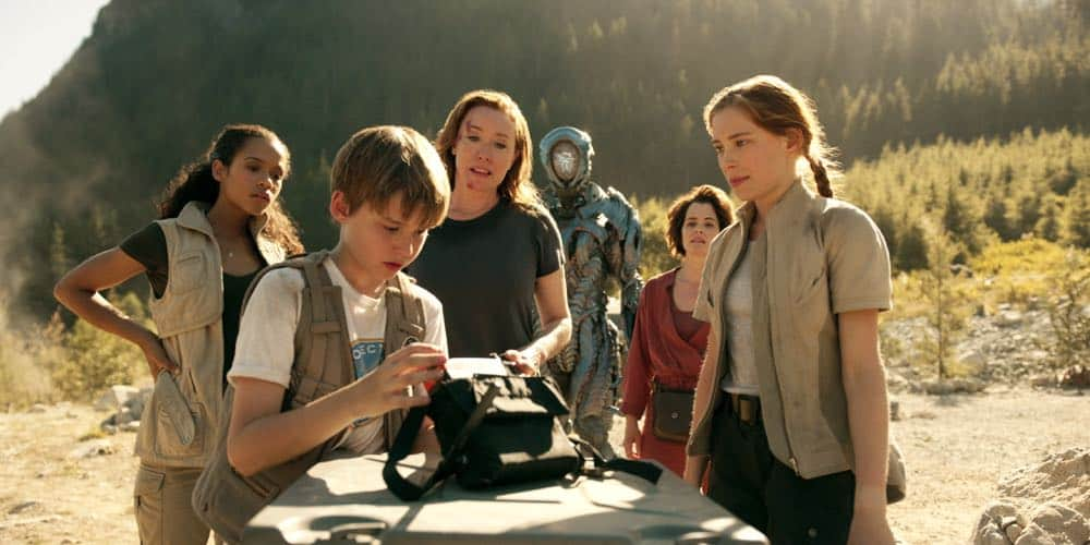 Taylor Russell, Max Jenkins, Molly Parker, Parker Posey, Mina Sundwall LOST IN SPACE