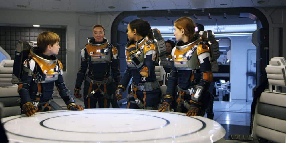 Max Jenkins, Molly Parker, Taylor Russell, Parker Posey, Mina Sundwall LOST IN SPACE