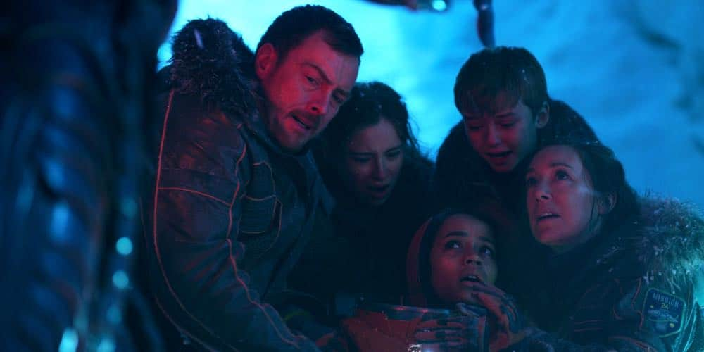 Toby Stephens, Mina Sundwall, Taylor Russell, Max Jenkins, Molly Parker LOST IN SPACE