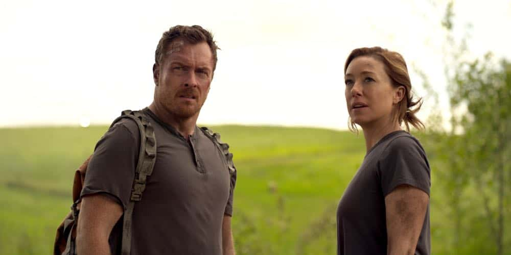 Toby Stephens, Molly Parker LOST IN SPACE