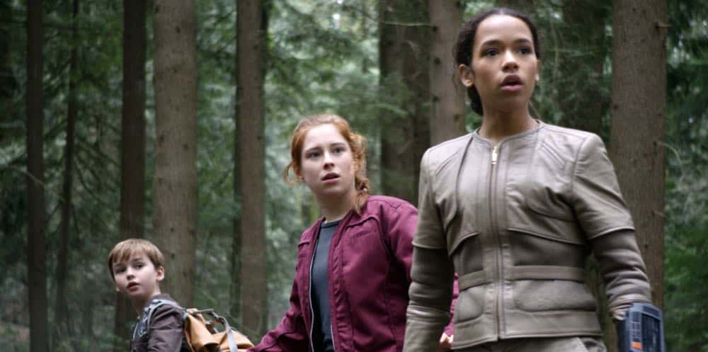 Max Jenkins, Mina Sundwall, Taylor Russell LOST IN SPACE