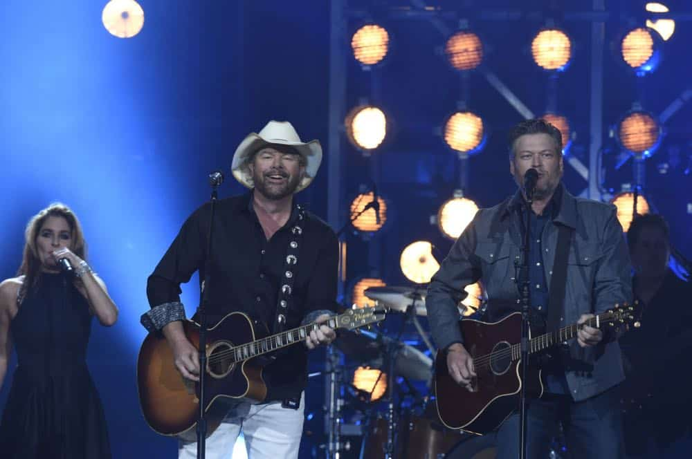 Toby Keith, and Blake Shelton perform at the 53RD ACADEMY OF COUNTRY MUSIC AWARDS, live from the MGM Grand Garden Arena in Las Vegas Sunday, April 15, 2018 at 8:00 PM ET/PT on CBS.  Photo: Michele Crowe/CBS ©2018 CBS Broadcasting, Inc. All Rights Reserved