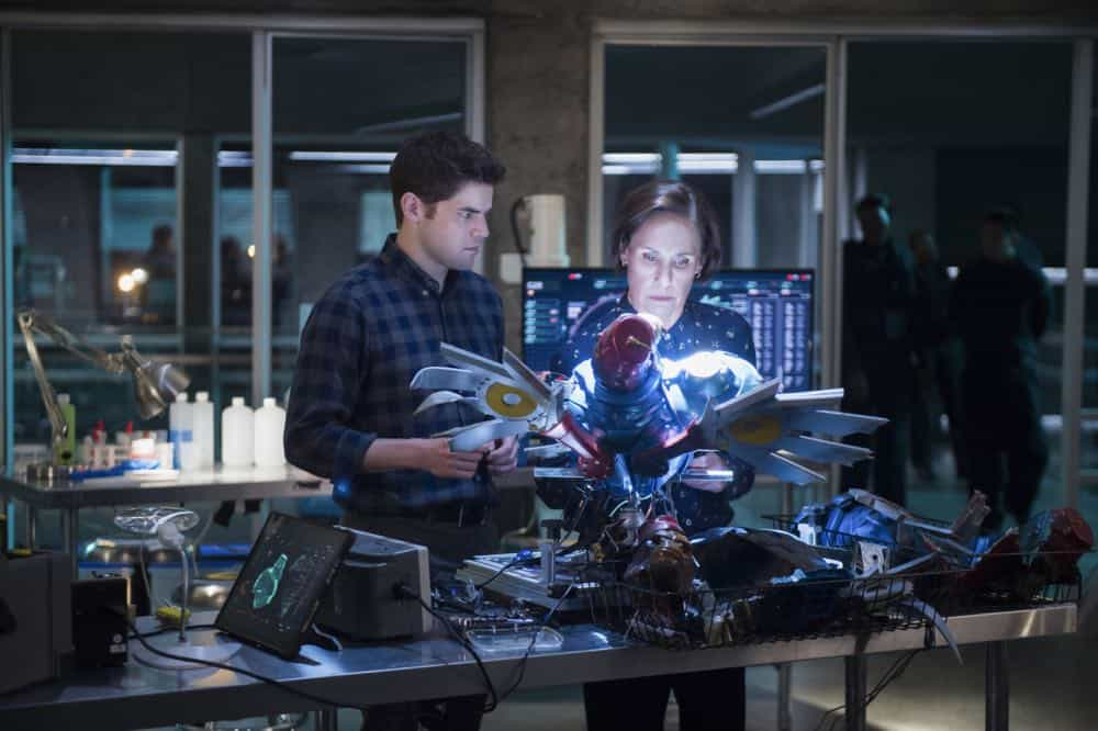 "Supergirl -- ""Schott Through the Heart"" -- Image Number: SPG314a_0008.jpg -- Pictured (L-R): Jeremy Jordan as Winn and Laurie Metcalf as Mary McGowan -- Photo: Diyah Pera/The CW -- © 2018 The CW Network, LLC. All rights reserved."