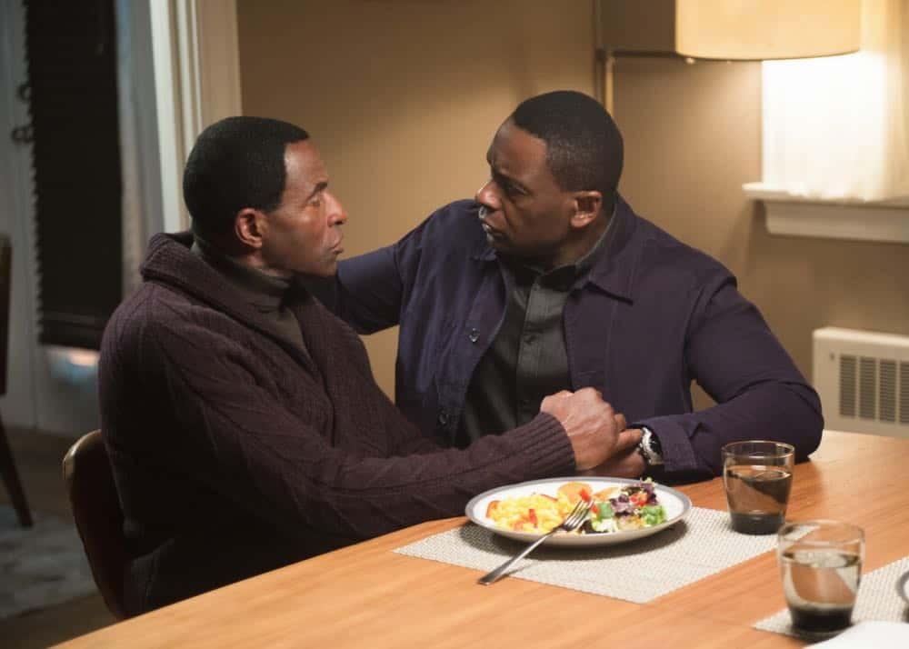 "Supergirl -- ""Schott Through the Heart"" -- Image Number: SPG314c_0285.jpg -- Pictured (L-R): Carl Lumbly as MÕyrnn JÕonzz and David Harewood as Hank/J'onn -- Photo: Diyah Pera/The CW -- © 2018 The CW Network, LLC. All rights reserved."