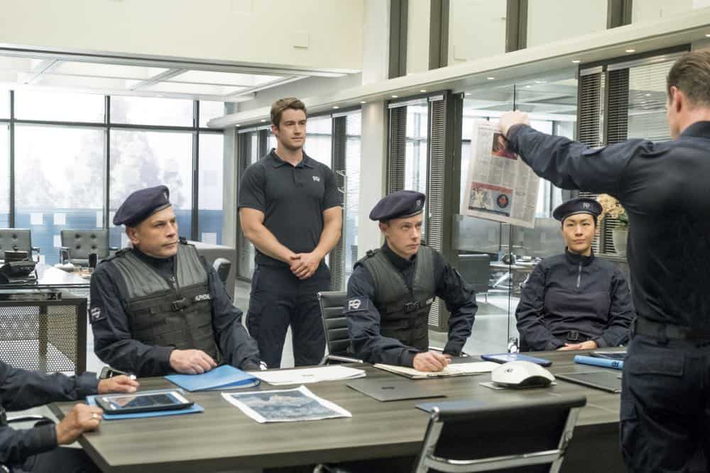 "iZombie -- ""Don't Hate the Player, Hate the Brain"" -- Image Number: ZMB407a_0013b.jpg -- Pictured (L-R): Robert Buckley as Major, Adam Greydon Reid as Hobbs, Jason Dohring as Chase Graves -- Photo Credit: Katie Yu/The CW -- © 2018 The CW Network, LLC. All Rights Reserved"