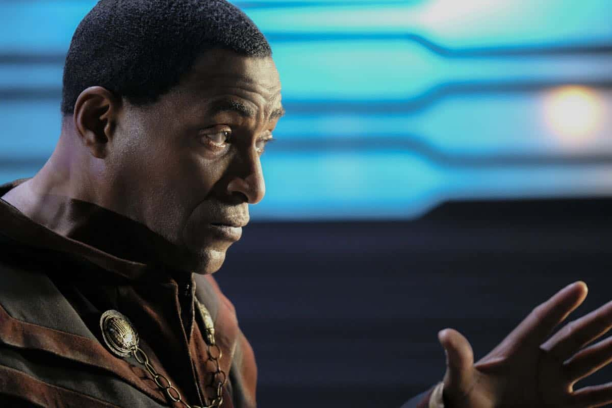 """Supergirl -- """"In Search of Lost Time"""" -- Image Number: SPG315a_0192.jpg -- Pictured: Carl Lumbly as Myr'nn J'onzz -- Photo: Robert Falconer/The CW -- © 2018 The CW Network, LLC. All Rights Reserved."""
