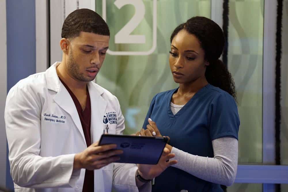 "CHICAGO MED -- ""An Inconvenient Truth"" Episode 316 -- Pictured: (l-r) Roland Buck III as Noah Sexton, Yaya DaCosta as April Sexton -- (Photo by: Elizabeth Sisson/NBC)"