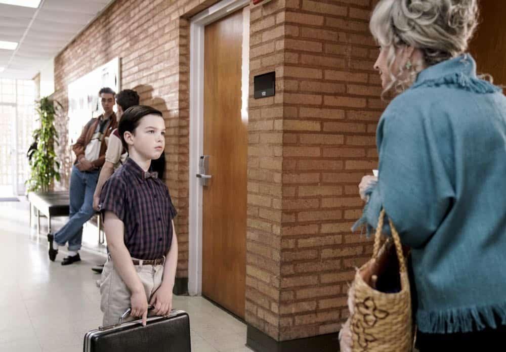 Young Sheldon Episode 19 Season 1 Gluons Guacamole and the Color Purple 09