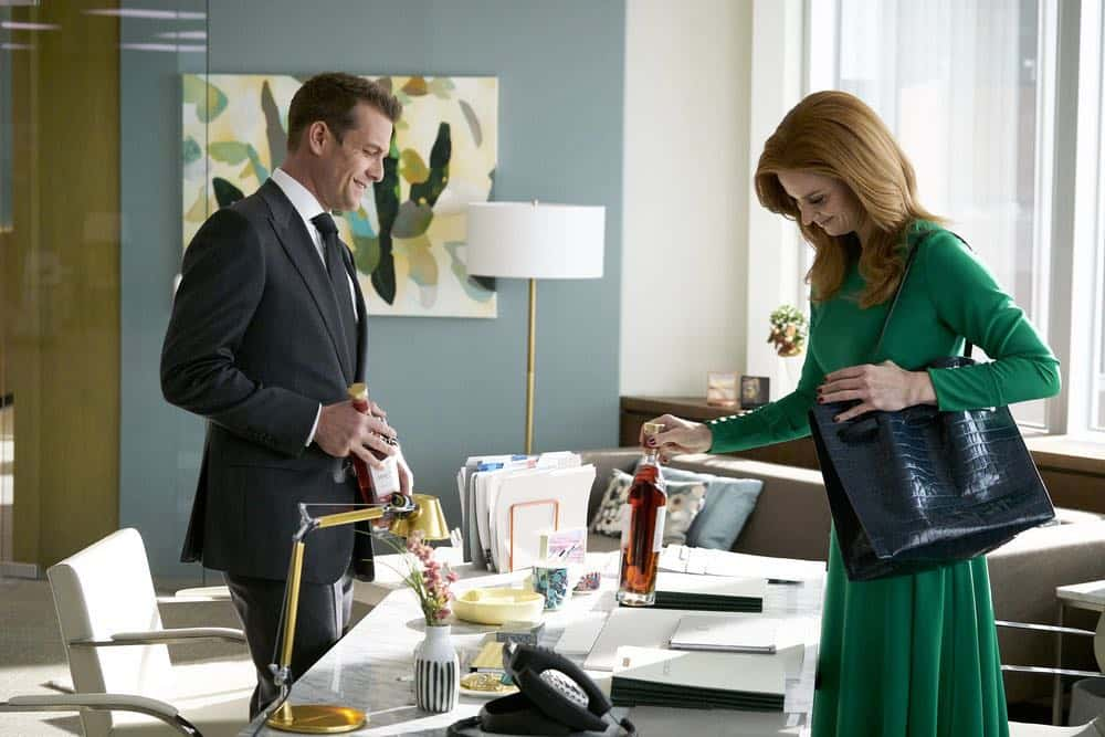"SUITS -- ""Tiny Violin"" Episode 715 -- Pictured: (l-r) Gabriel Macht as Harvey Specter, Sarah Rafferty as Donna Paulsen -- (Photo by: Ian Watson/USA Network)"