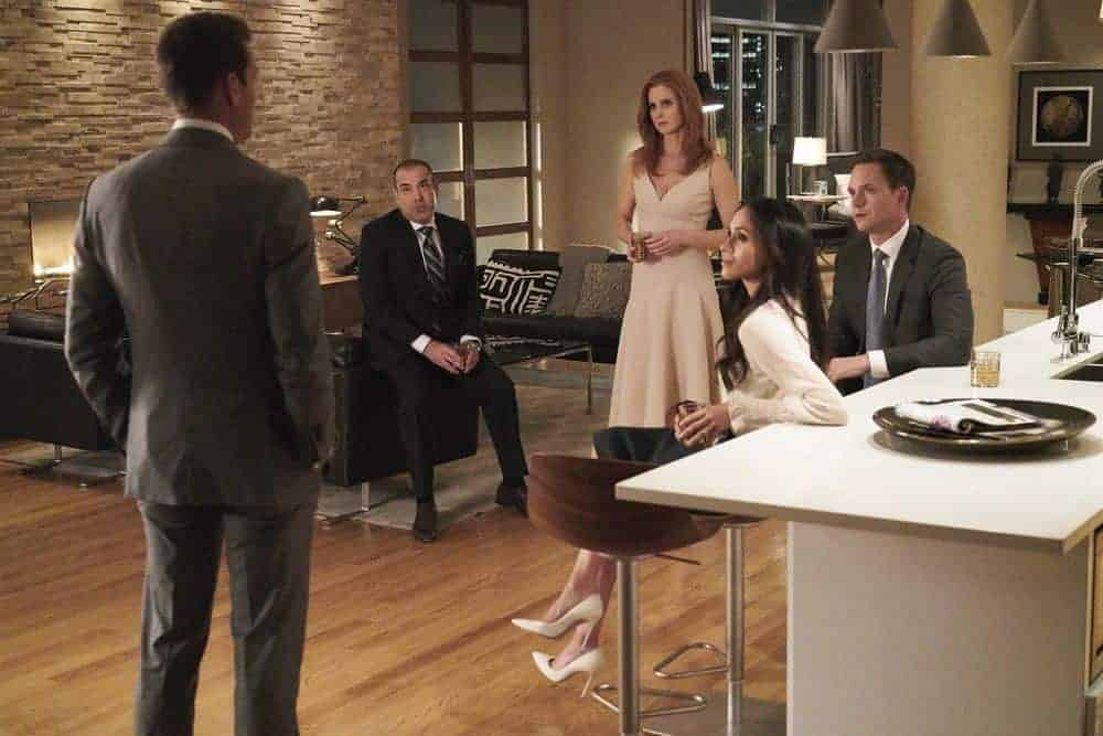 "SUITS -- ""Tiny Violin"" Episode 715 -- Pictured: (l-r) Rick Hoffman as Louis Litt, Sarah Rafferty as Donna Paulsen, Meghan Markle as Rachel Zane, Patrick J. Adams as Mike Ross -- (Photo by: Ian Watson/USA Network)"