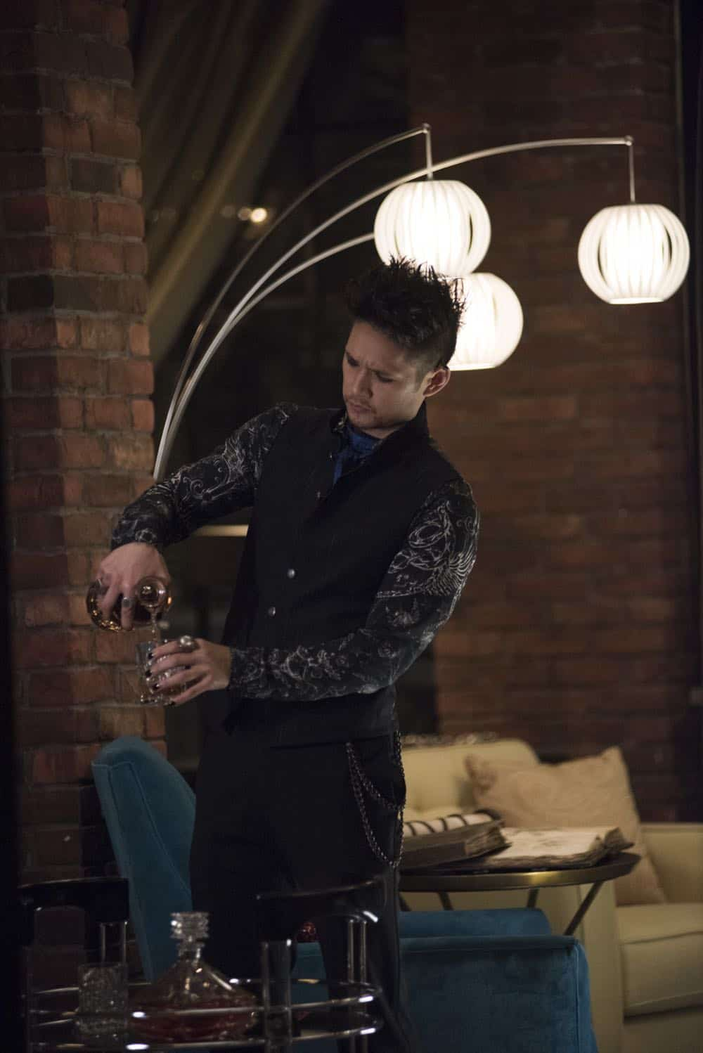 """SHADOWHUNTERS - """"Salt In The Wound"""" - With the Owl's identity revealed, Alec, Isabelle, and Clary head to Alicante to try and find a way to stop him. Luke and Simon team up to track Lilith's  latest possible victim. Maia reflects on her past. This episode of """"Shadowhunters"""" airs Tuesday, May 1 (8:00 - 9:00 p.m. EDT) on Freeform. (Freeform/John Medland) HARRY SHUM JR."""