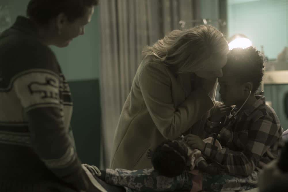"THE HANDMAID'S TALE -- ""June"" -- Episode 201 -- Offred reckons with the consequences of a dangerous decision while haunted by memories from her past and the violent beginnings of Gilead. Offred (Elisabeth Moss) and Hannah (Jordana Blake), shown. (Photo by:George Kraychyk/Hulu)"