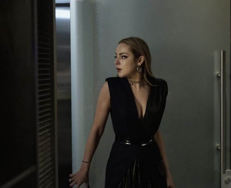 "Dynasty -- ""A Line from the Past""-- Image Number: DYN120a_0001.jpg -- Pictured: Elizabeth Gillies as Fallon -- Photo: Jace Downs/The CW -- © 2018 The CW Network, LLC. All Rights Reserved"