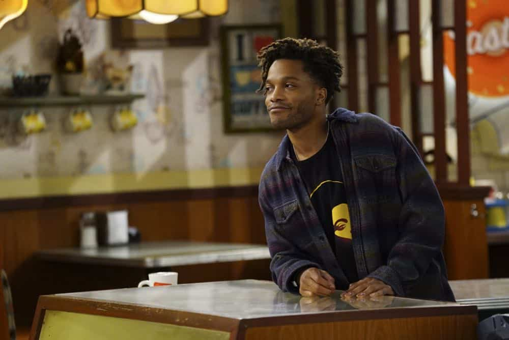 Superior Donuts Episode 19 Season 2 The ICEMen Cometh 09