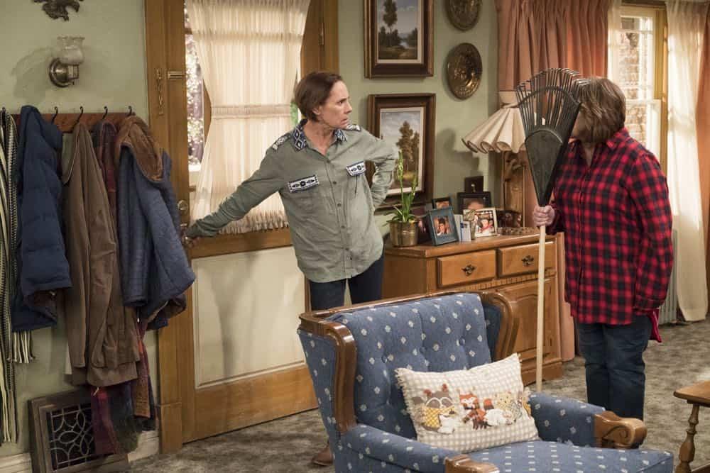 Roseanne Episode 7 Season 10 Go Cubs 02