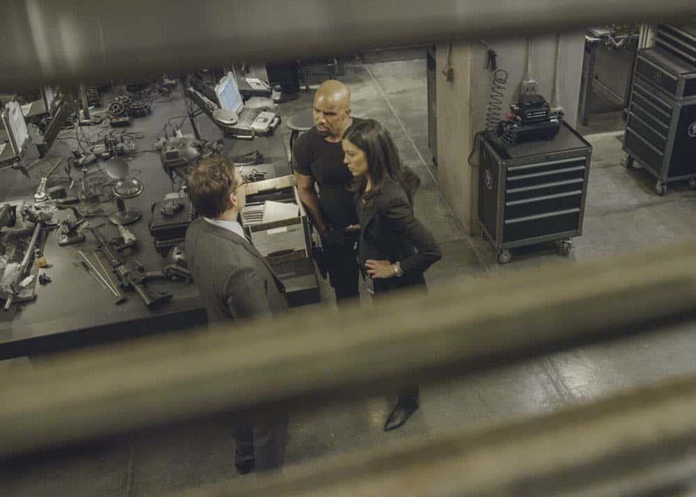 SWAT Episode 20 Season 1 Vendetta 16