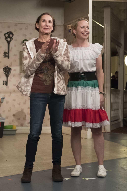 Roseanne Episode 8 Season 10 Netflix and Pill 04