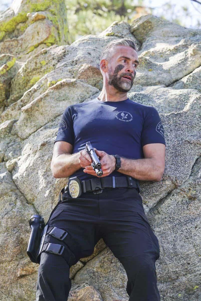 SWAT Episode 21 Season 1 Hunted 5