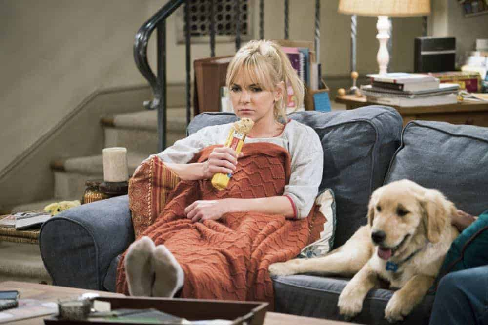 Mom Episode 21 Season 5 Phone Confetti And A Wee Dingle 3