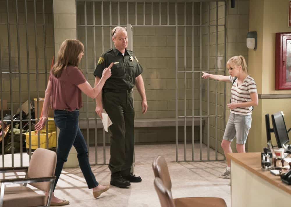 Mom Episode 21 Season 5 Phone Confetti And A Wee Dingle 5