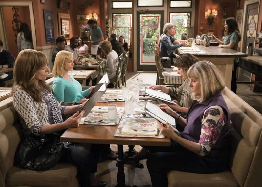 Mom Episode 21 Season 5 Phone Confetti And A Wee Dingle 8