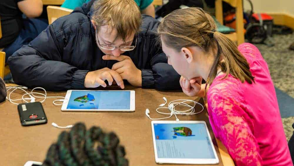 Apple Everyone Can Code students on Swift Playgrounds App 05172018