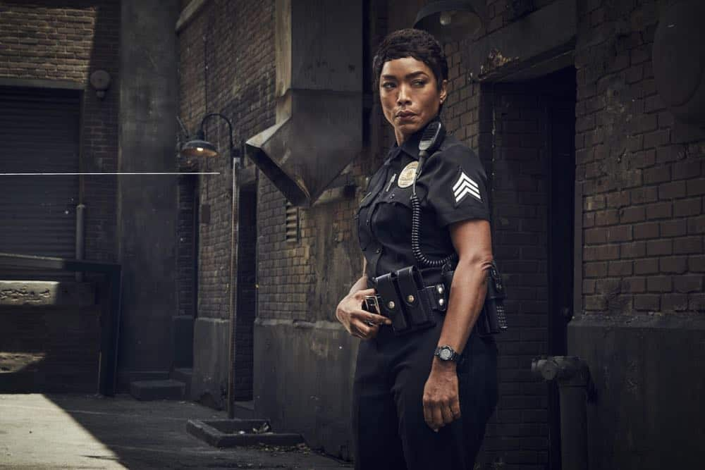 9-1-1: Angela Bassett. CR: Mathieu Young/ FOX. © 2018 FOX Broadcasting.