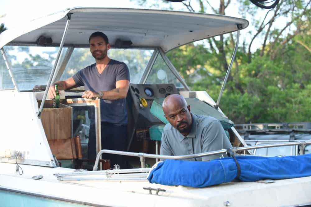 "LETHAL WEAPON: L-R: Seann William Scott and Damon Wayans in the ""In The Same Boat"" season premiere episode of LETHAL WEAPON airing Tuesday, September 25 (9:00-10:00 PM ET/PT) on FOX. ©2018 Fox Broadcasting Co. CR: Ray Mickshaw/FOX"