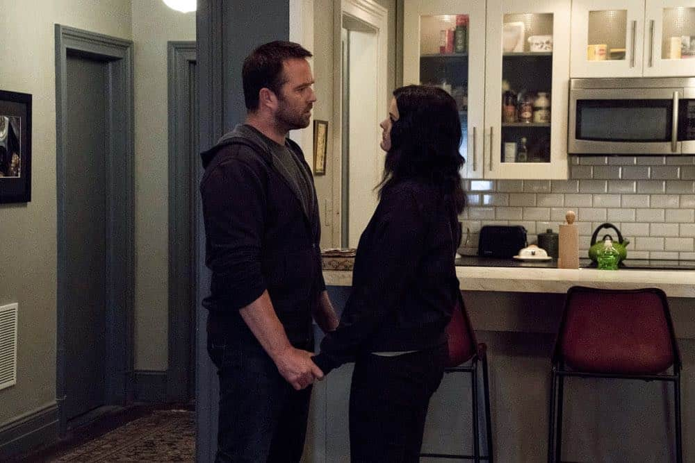 "BLINDSPOT -- ""Hella Duplicitous"" Episode 401 -- Pictured: (l-r) Sullivan Stapleton as Kurt Weller, Jaimie Alexander as Jane Doe -- (Photo by: Virginia Sherwood/NBC/Warner Bros.)"