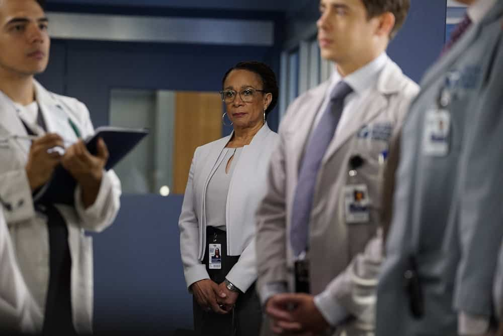 """CHICAGO MED -- """"Be My Better Half"""" Episode 401 -- Pictured: S. Epatha Merkerson as Sharon Goodwin -- (Photo by: Elizabeth Sisson/NBC)"""