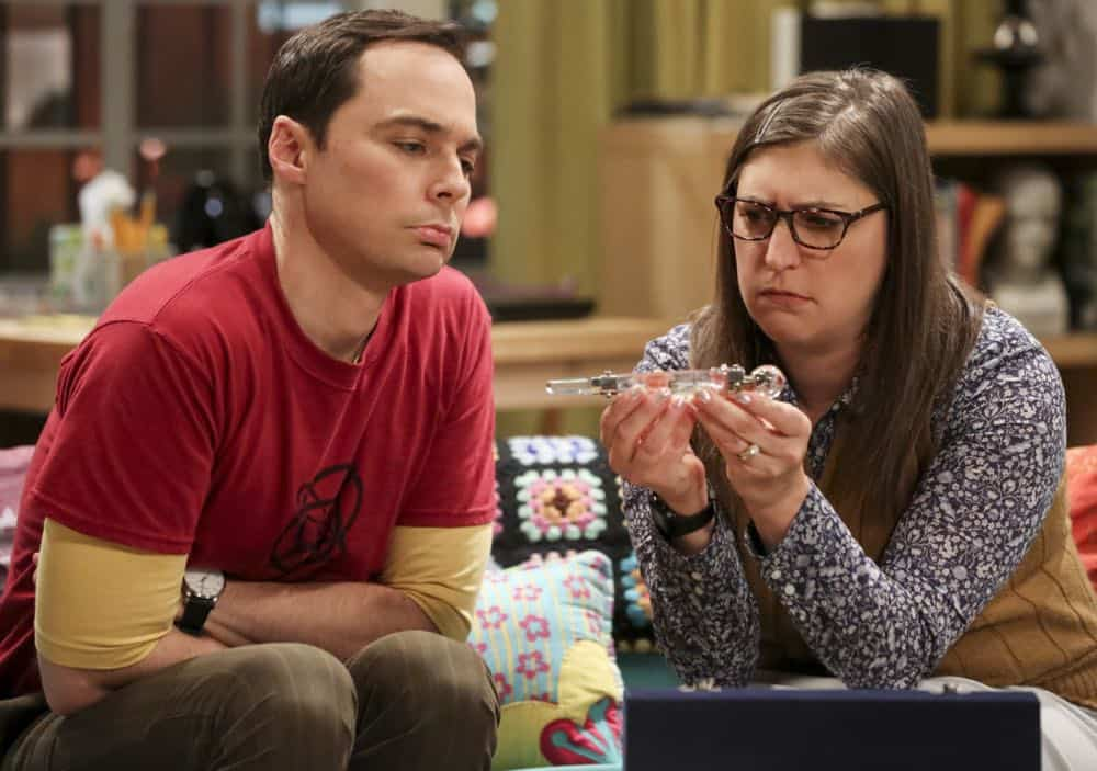 """The Wedding Gift Wormhole"" -- Pictured: Sheldon Cooper (Jim Parsons) and Amy Farrah Fowler (Mayim Bialik). Sheldon and Amy drive themselves crazy trying to figure out what ""perfect gift"" Leonard and Penny gave them for their wedding. Also, Koothrappali decides he wants to settle down and asks his father to arrange a marriage for him, on THE BIG BANG THEORY, when it moves to its regular time slot, Thursday, Sept. 27 (8:00-8:31 PM, ET/PT) on the CBS Television Network. Photo: Michael Yarish/CBS ©2018 CBS Broadcasting, Inc. All Rights Reserved."