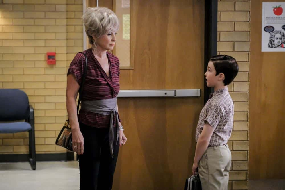 """A Rival Prodigy and Sir Isaac Neutron"" - Pictured: Meemaw (Annie Potts) and Sheldon (Iain Armitage). When Dr. Sturgis (Wallace Shawn) bonds with Paige (McKenna Grace), another ten year-old genius, Sheldon's jealousy leads Meemaw to intervene. Also, Mary invites Paige's family over for a play date, when YOUNG SHELDON airs in its regular time slot, Thursday, Sept. 27 (8:31-9:01 PM, ET/PT) on the CBS Television Network. Photo: Darren Michaels/Warner Bros. Entertainment Inc. © 2018 WBEI. All rights reserved."