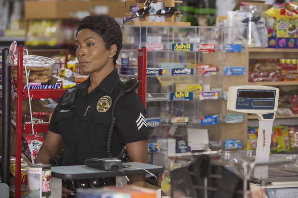 "9-1-1: Angela Bassett in the all-new ""Help Is Not Coming"" episode of 9-1-1 airing Monday, Oct. 1 (9:00-10:00 PM ET/PT) on FOX. © 2018 FOX Broadcasting. CR: Jack Zeman/FOX."