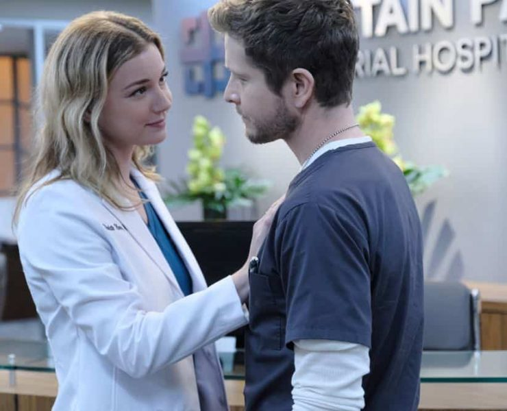 """THE RESIDENT: L-R: Emily VanCamp and Matt Czuchry in the """"The Prince & The Pauper"""" episode of THE RESIDENT airing Monday, Oct. 1 (8:00-9:00 PM ET/PT) on FOX. ©2018 Fox Broadcasting Co. Cr: Guy D'Alema/FOX"""