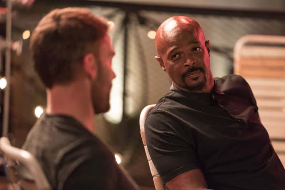 "LETHAL WEAPON: L-R: Seann William Scott and Damon Wayans in the Need To Know"" episode of LETHAL WEAPON airing Tuesday, Oct. 2 (9:00-10:00 PM ET/PT) on FOX. ©2018 Fox Broadcasting Co. CR: FOX"
