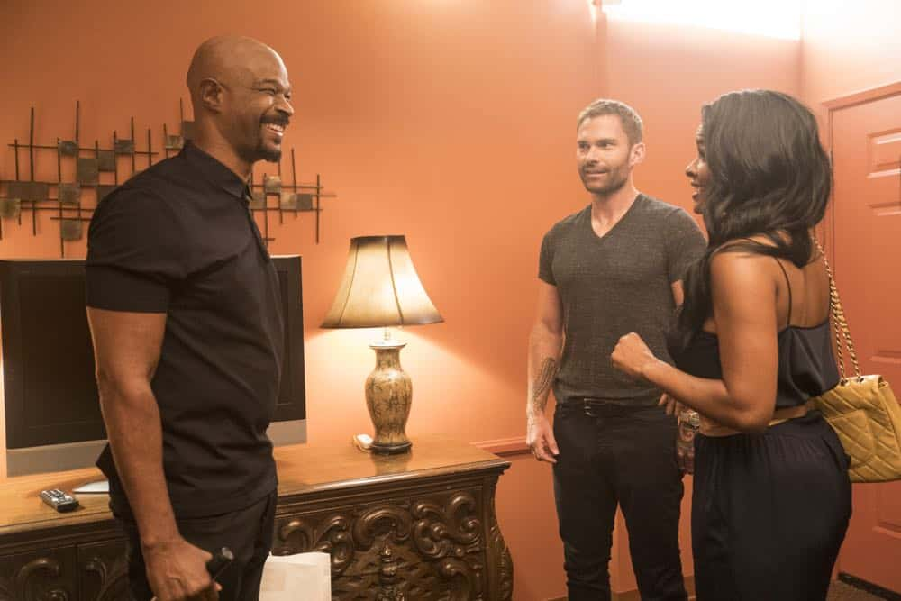 "LETHAL WEAPON: L-R: Damon Wayans, Seann William Scott and Keesha Sharp in the Need To Know"" episode of LETHAL WEAPON airing Tuesday, Oct. 2 (9:00-10:00 PM ET/PT) on FOX. ©2018 Fox Broadcasting Co. CR: FOX"