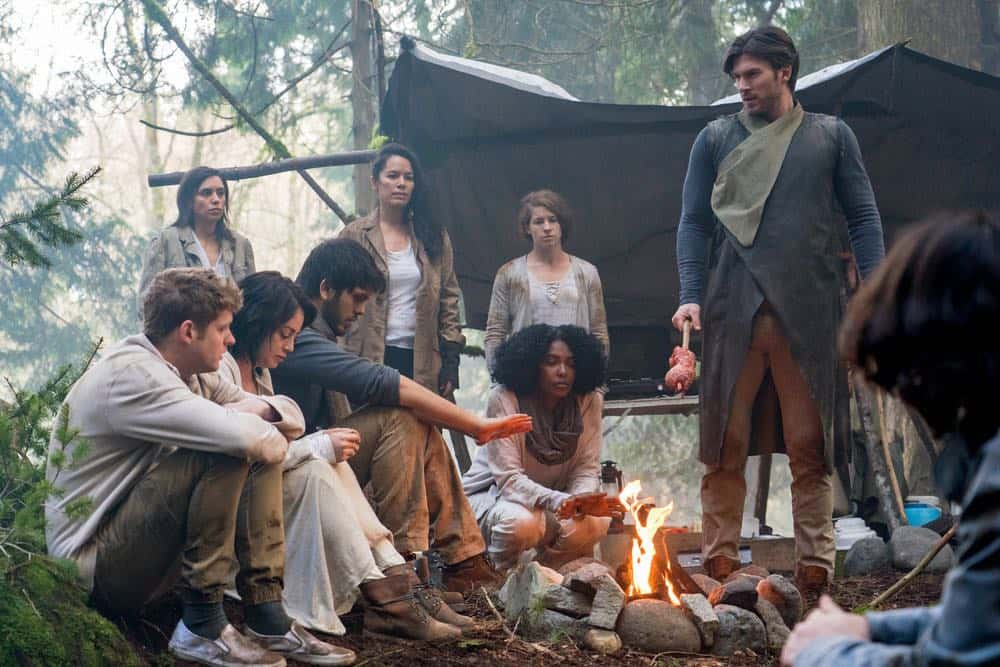 "VAN HELSING -- ""Fresh Tendrils"" Episode 301 -- Pictured: (l-r) -- (Photo by: Dan Power/Nomadic Pictures Inc./SYFY)"